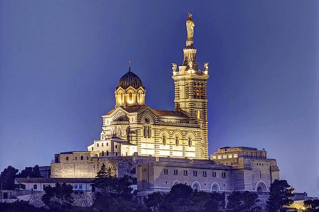 Notre-Dame de la Garde at night, Marseille. Taken by Selden Vestrit via Flickr.