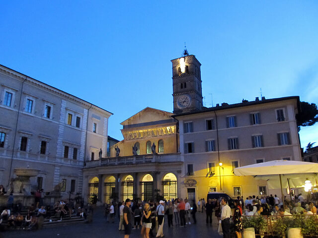 Night at Piazza di Santa Maria, Trastevere. Taken by Daryl Mitchell via Flickr.