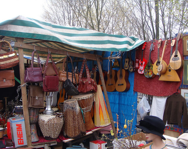Instruments for sale, Mauerpark