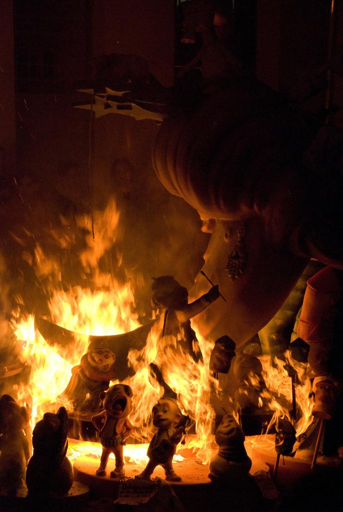 Las Fallas, burning_01