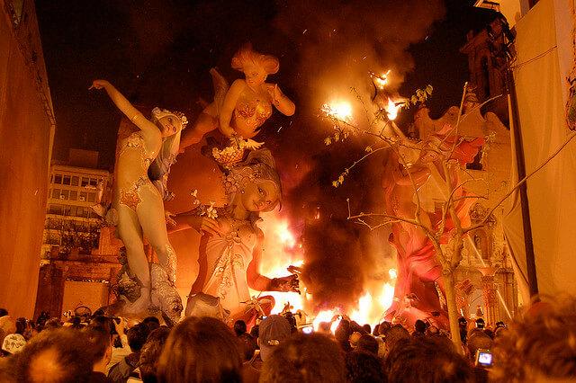 Las Fallas, burning_03