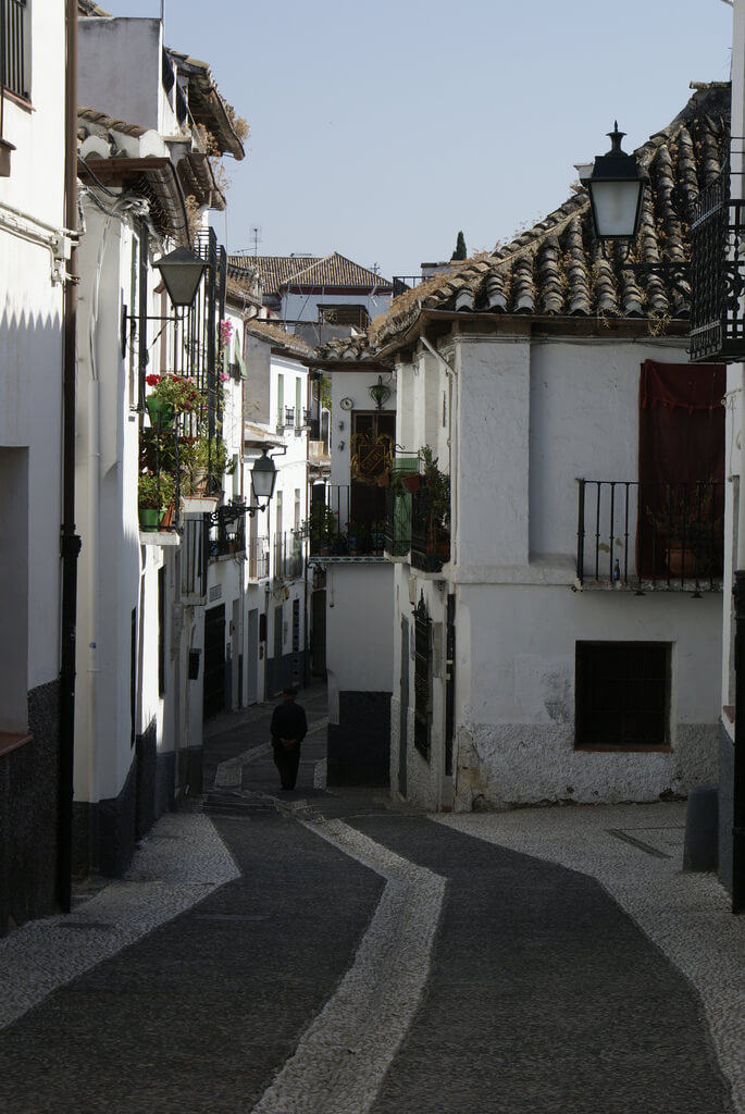 Streets in the Albayzín, Granada. Taken by Nathan Wong via Flickr.