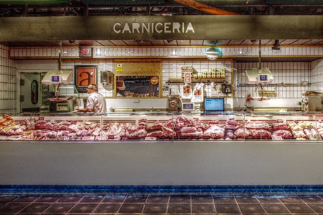 Butcher shop at the Mercado. Taken by Felipe Gabaldón via Flickr.