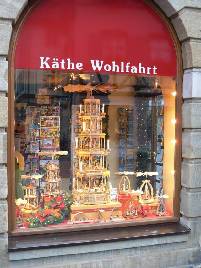 Käthe Wohlfahrt shop in Germany. Taken by By Photo: Andreas Praefcke (Own work (own photograph)) [Public domain], via Wikimedia Commons.