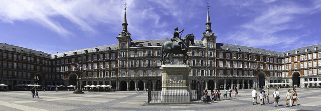 Plaza Mayor panoramic. Taken by Loek Zanders via Flickr.