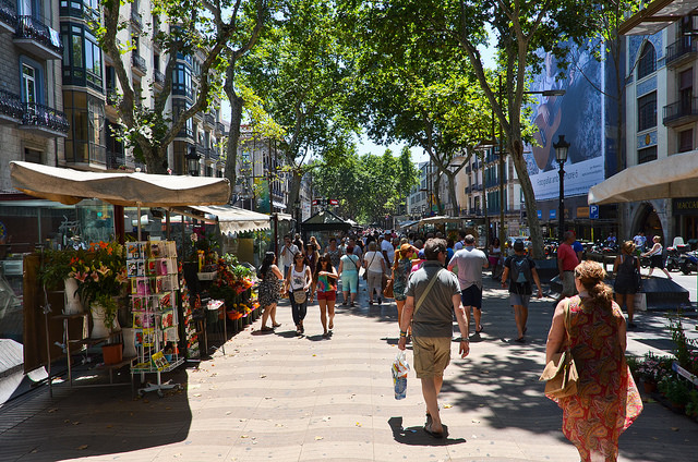 Shops along Las Ramblas. Taken by iris via Flickr.