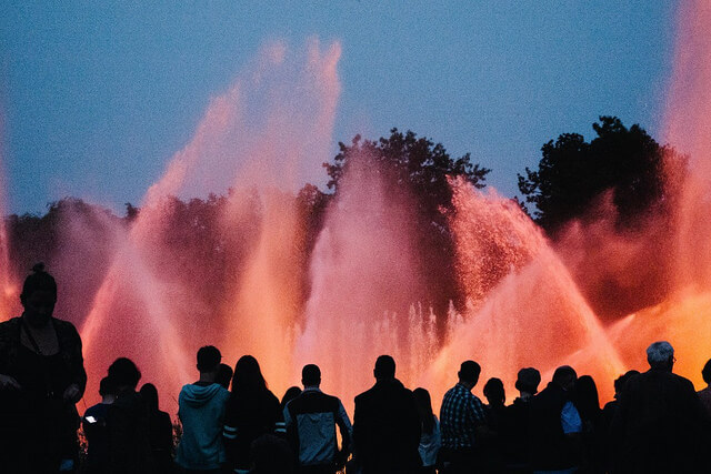 Water Light Show at Planten un Blomen. Taken by Barn Images via Flickr.