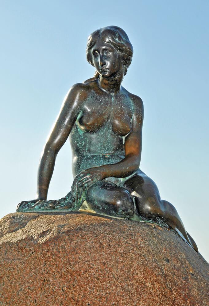Closer look at the Little Mermaid sculpture. Taken by Dennis Jarvis via Flickr.