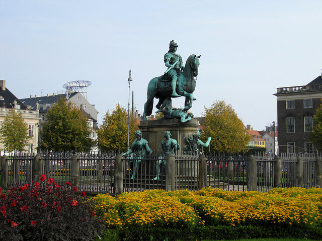 Statue at King's Square. Taken by Loozrboy via Flickr.